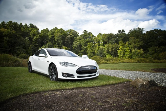 Tesla's autopilot has the ability to pass the green light. Tesla also breaks records